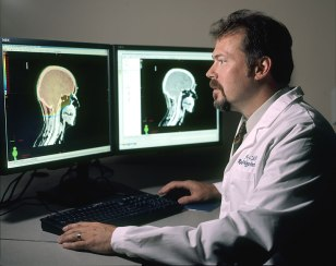 Doctor_review_brain_images